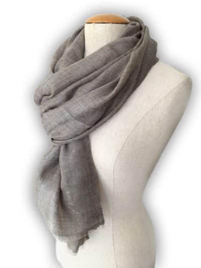 châle cachemire motif gris taupe