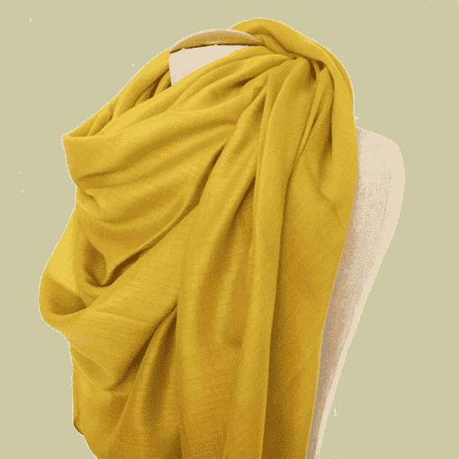 écharpe jaune moutarde